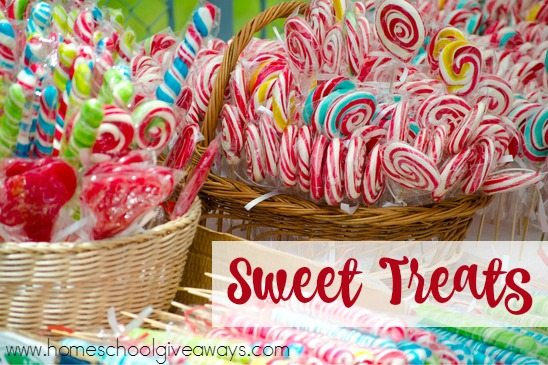 Family Movie Nights are more fun with sweet treats and special popcorn concoctions. Try some of these 30+ recipes the next time you have a Family Movie Night! :: www.homeschoolgiveaways.com