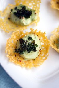 Are you hosting this New Years? Whether you're ringing in the new year at midnight or having people over for the big games, these appetizers are sure to please! :: www.homeschoolgiveaways.com