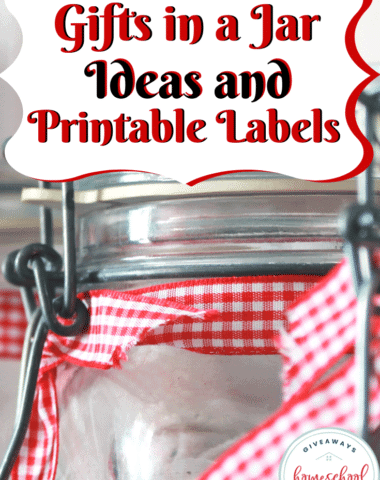 If you are looking for some inexpensive and creative gifts, you will love these Gifts in a Jar Ideas with Printable Labels! #diygifts #frugalgiftideas